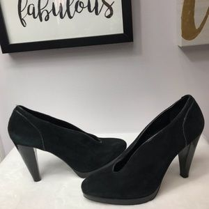 Banana Republic - Black Suede Leather Pumps